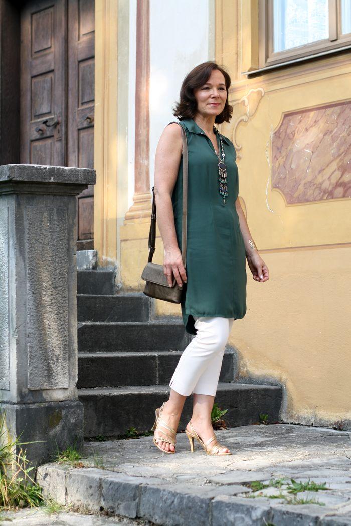Grunes Zara Kleid Als Tunika Uber Hose Getragen Damenmode Zeitlose Mode Kurze Kleider
