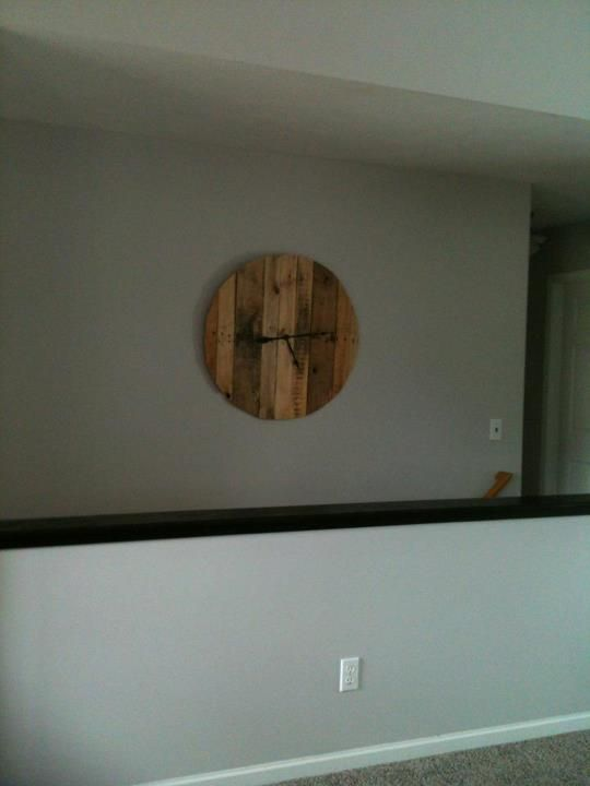 wall clock made from pallets - clock parts from Hobby Lobby | With