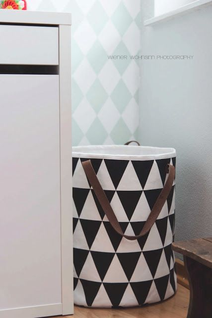 nice laundry basket / bag for a kids room. I love the pattern and the black / white color contrast.