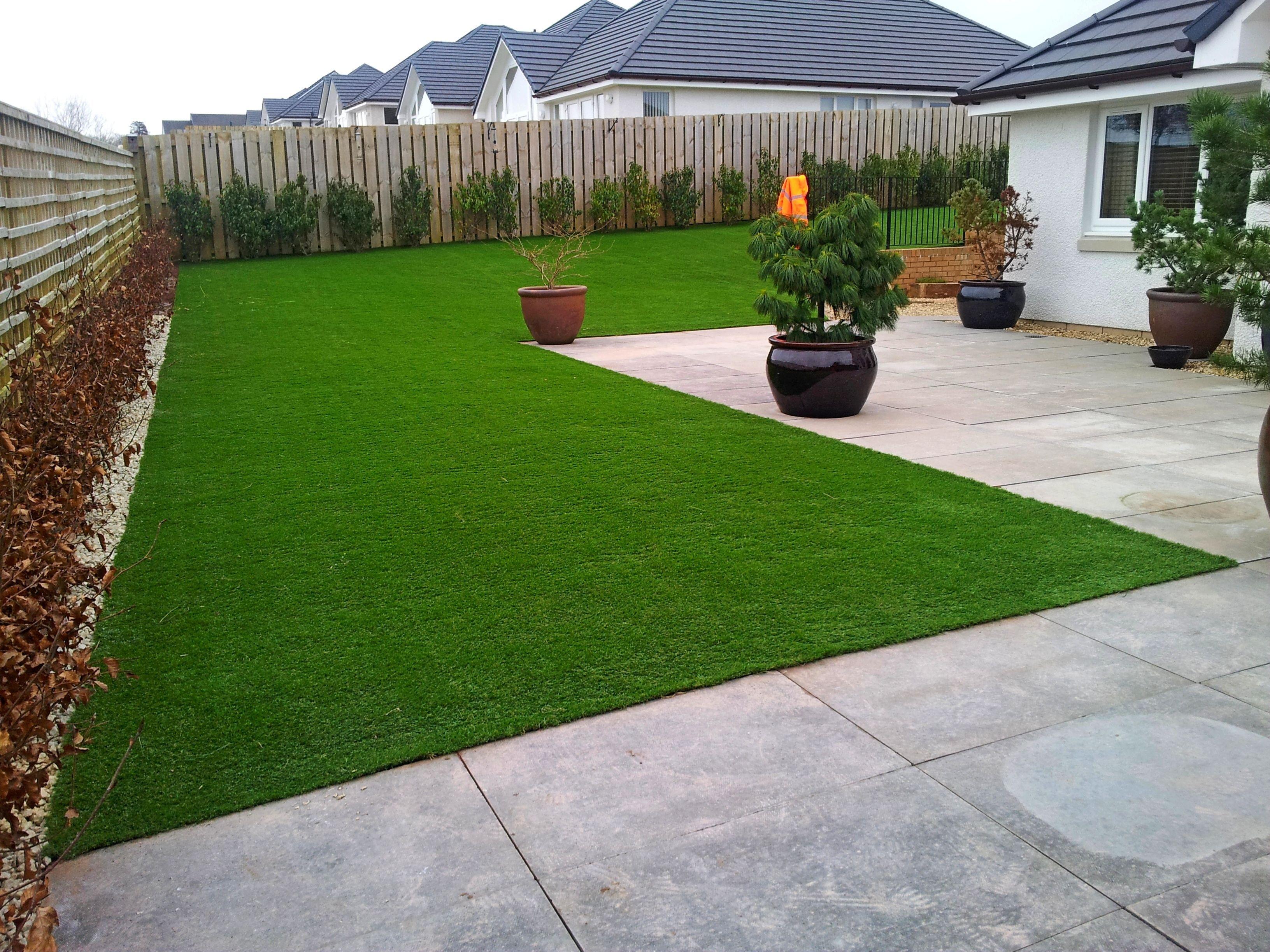10 Spectacular Minimalist Plants Decor Ideas Artificial Grass Backyard Backyard Landscaping Backyard Landscaping Designs