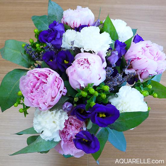 Un bouquet plein de tendresse avec de superbes pivoines for Envoi bouquet