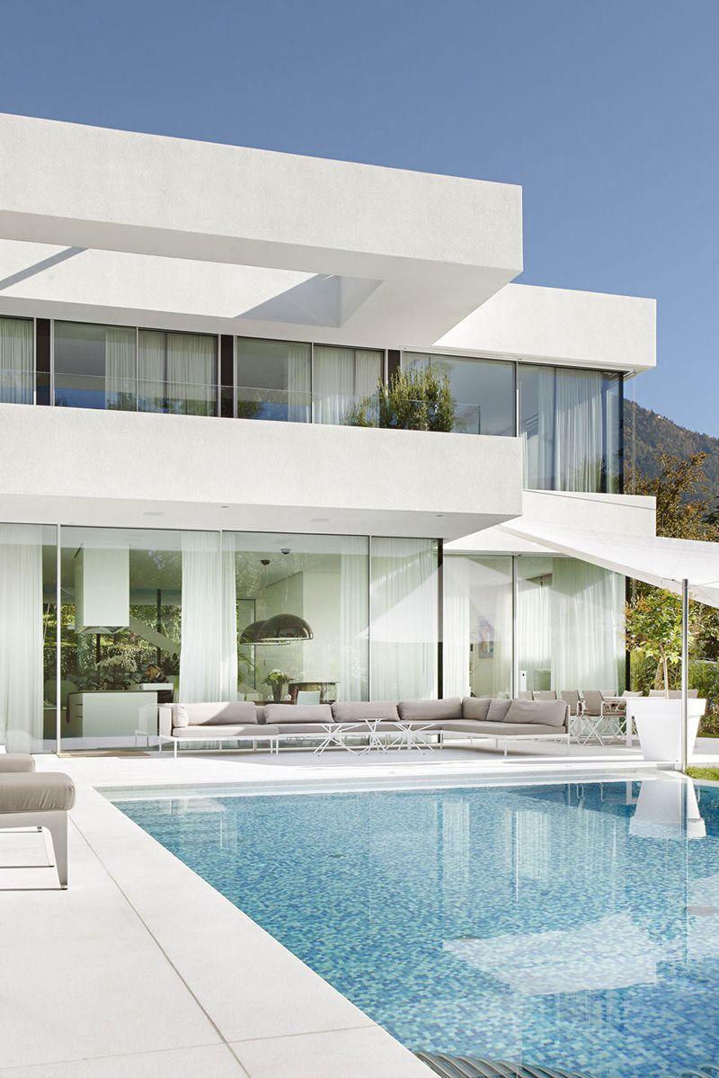 moderna casa de dos pisos con piscina, diseño de hermosa fachada