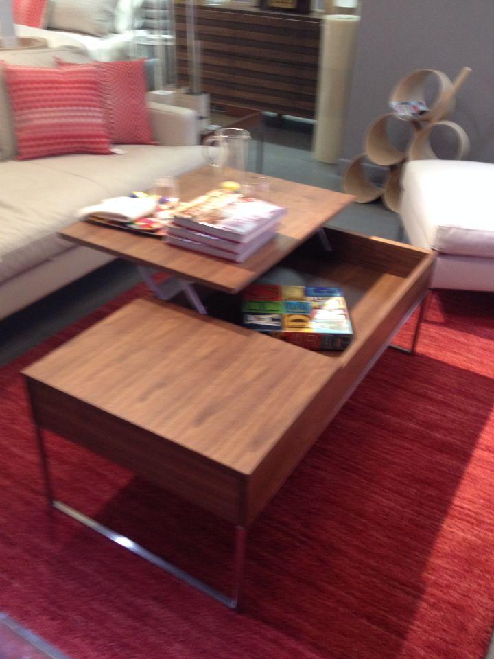 Mesa con diseño muy práctico para el cuarto de tele o actividades.