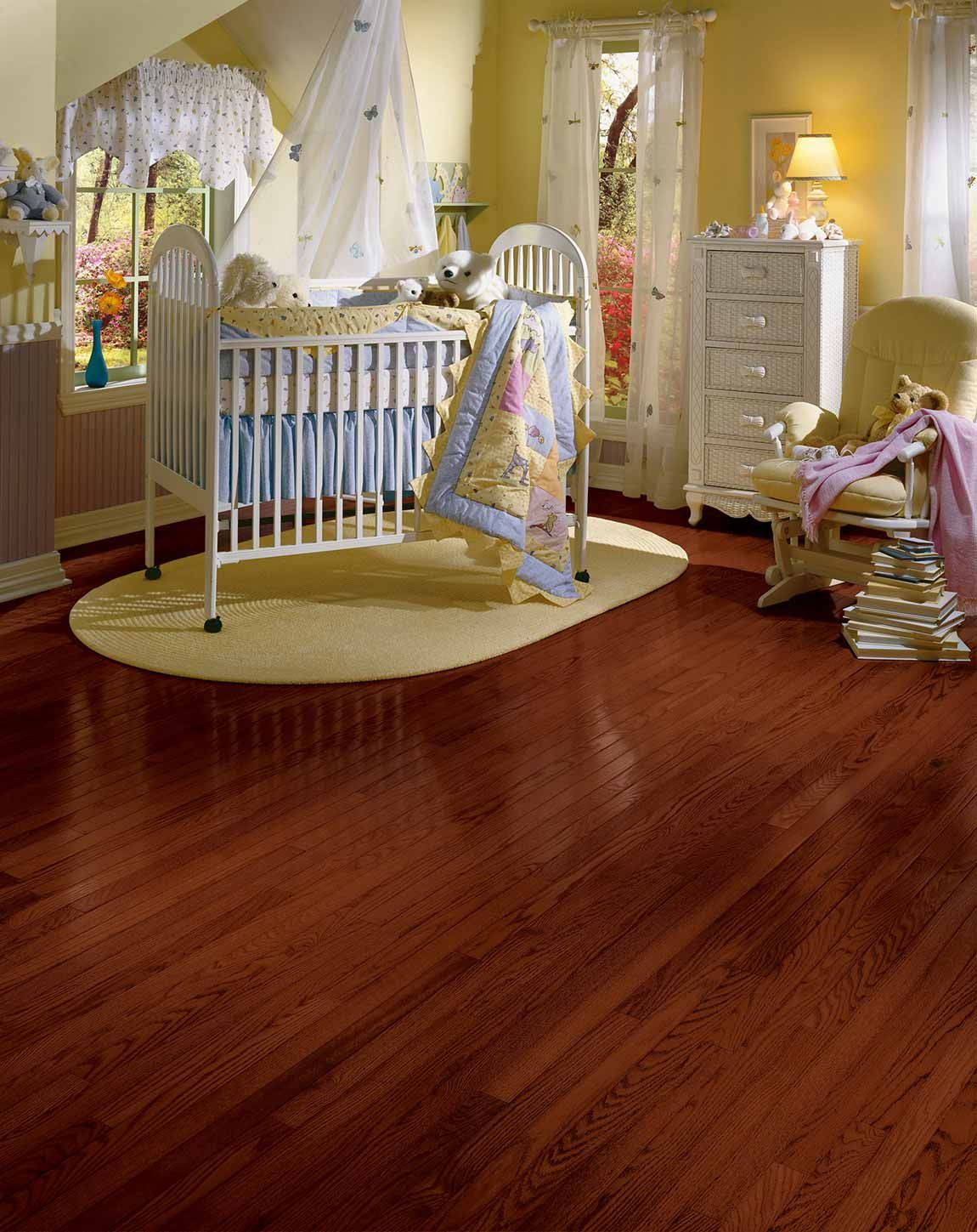 When It Comes To Traditional Flooring Trends Nothing Beats The Way Quality Wood Or Wood Look Red Oak Hardwood Floors Oak Hardwood Flooring Red Oak Hardwood
