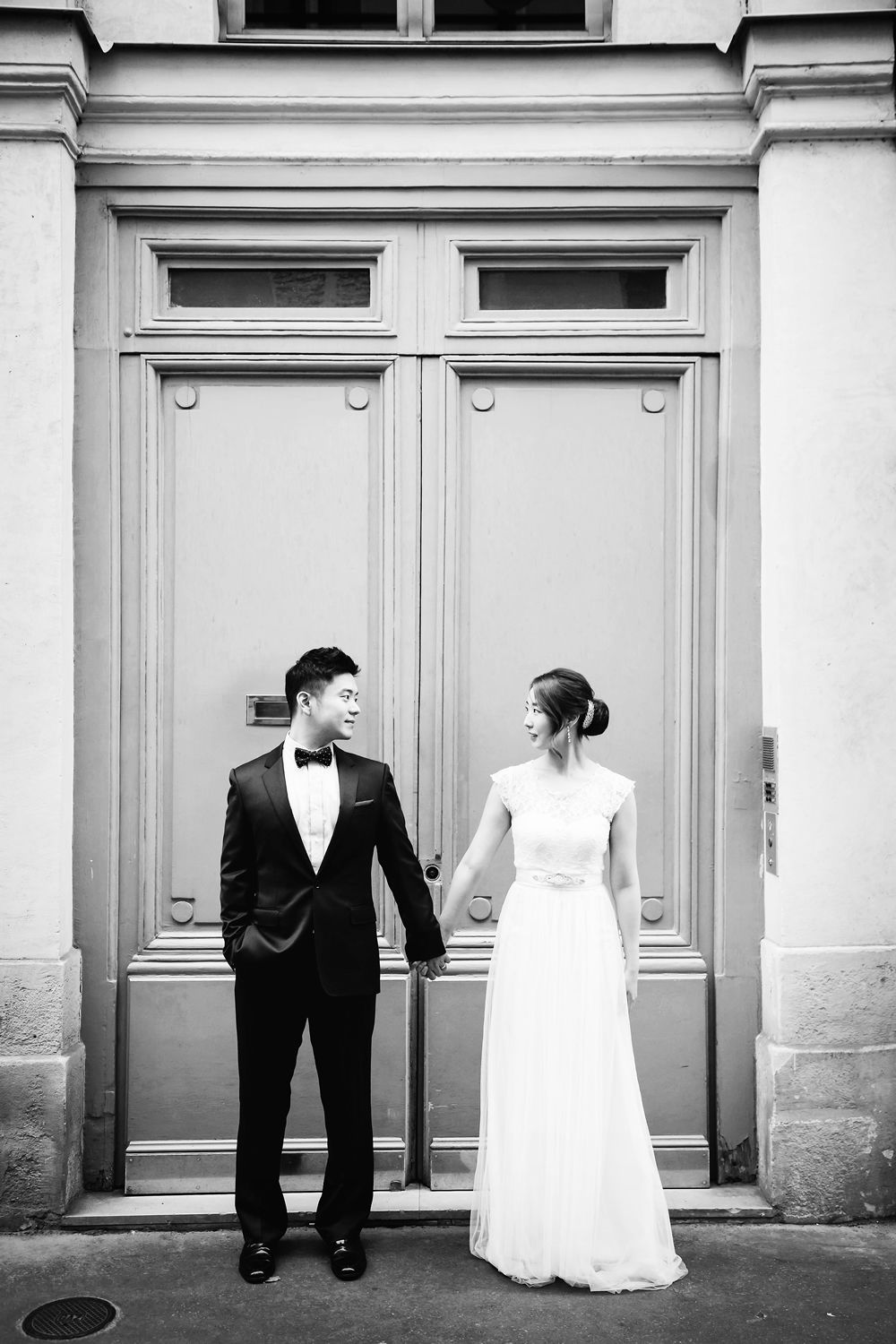 American wedding photographer in paris specializing in engagements