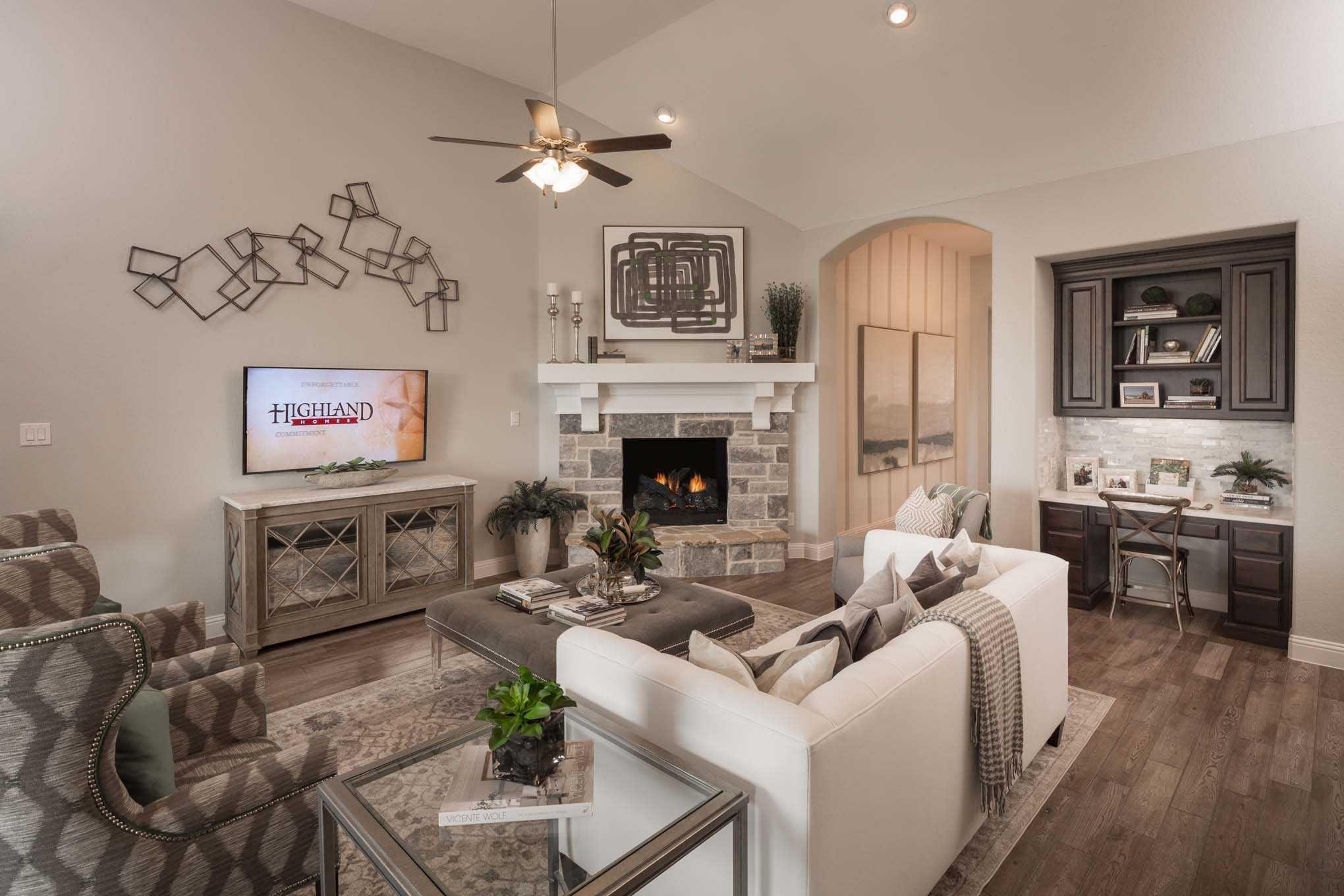 Highland Homes Plan 262 Model Home In Dallas Fort Worth Texas Trinity Falls 80s Community Livingroom New Home Communities Home New Home Builders