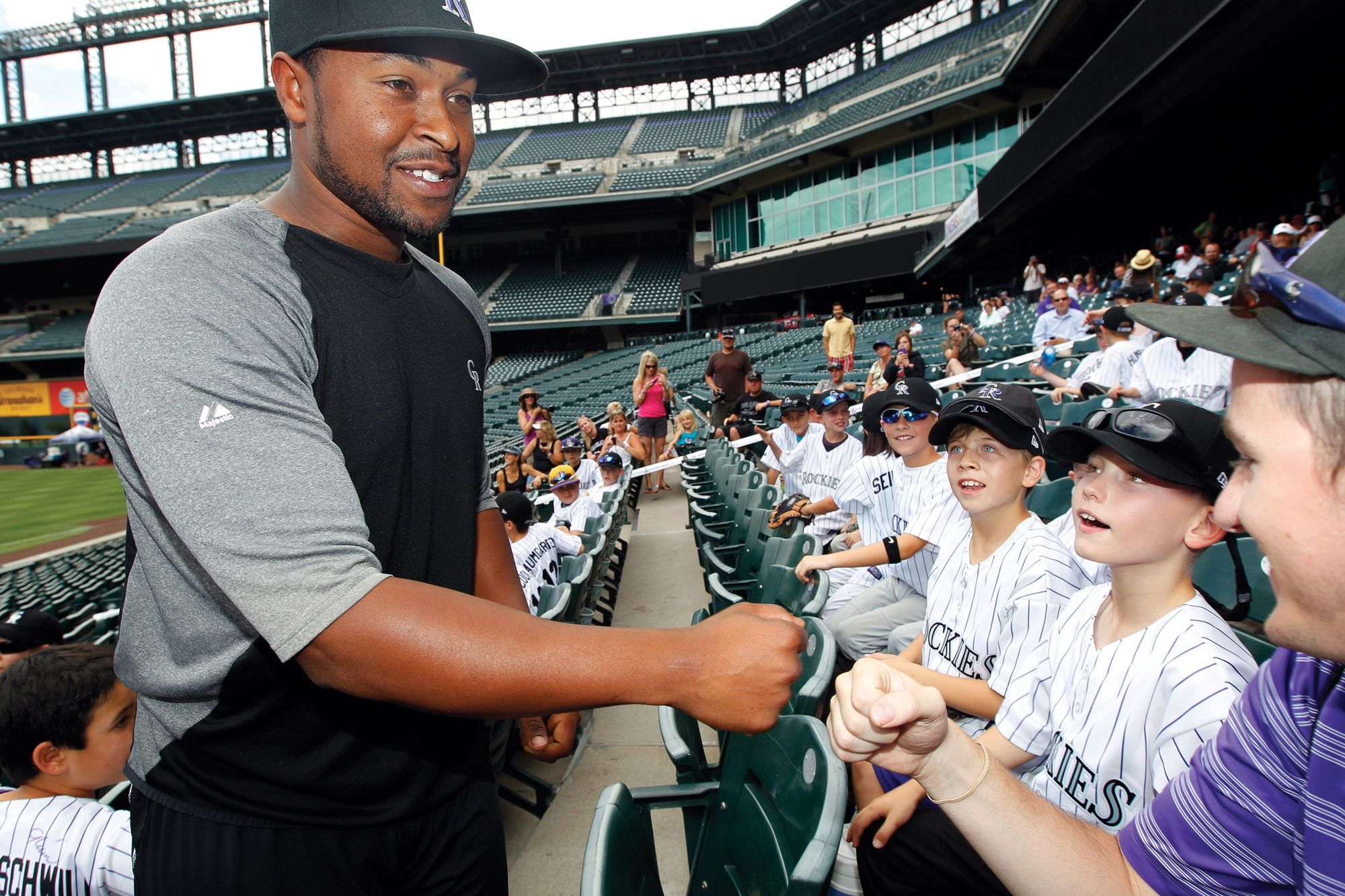 Chris Nelson Meets Young Ballplayers At The First Ever Colorado Rockies Youth Baseball Camp A Two Day Summer Cam Baseball Camp Youth Baseball Baseball Players