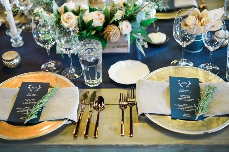 Blue and gold rustic wedding place setting | fabmood.com