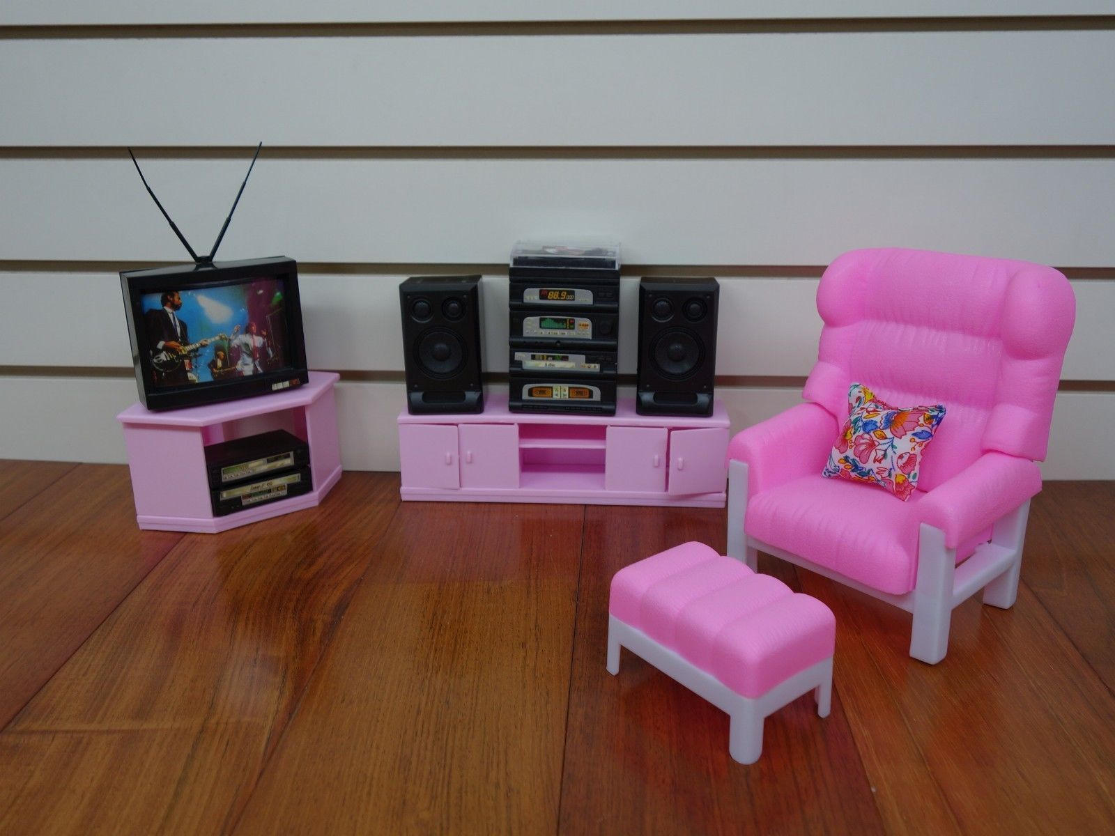 Gloria barbie doll house furniture kitchen dining entertainment living room play set