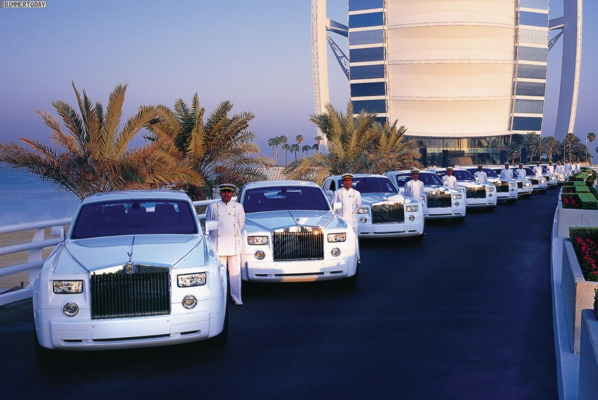 Dubai S Burj Al Arab Hotel Has Recently Added 4 More Rolls Royces To Its Fleet