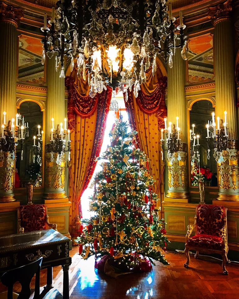 Christmas In The Music Room At The Breakers Christmas Interiors Victorian Christmas Pretty Christmas