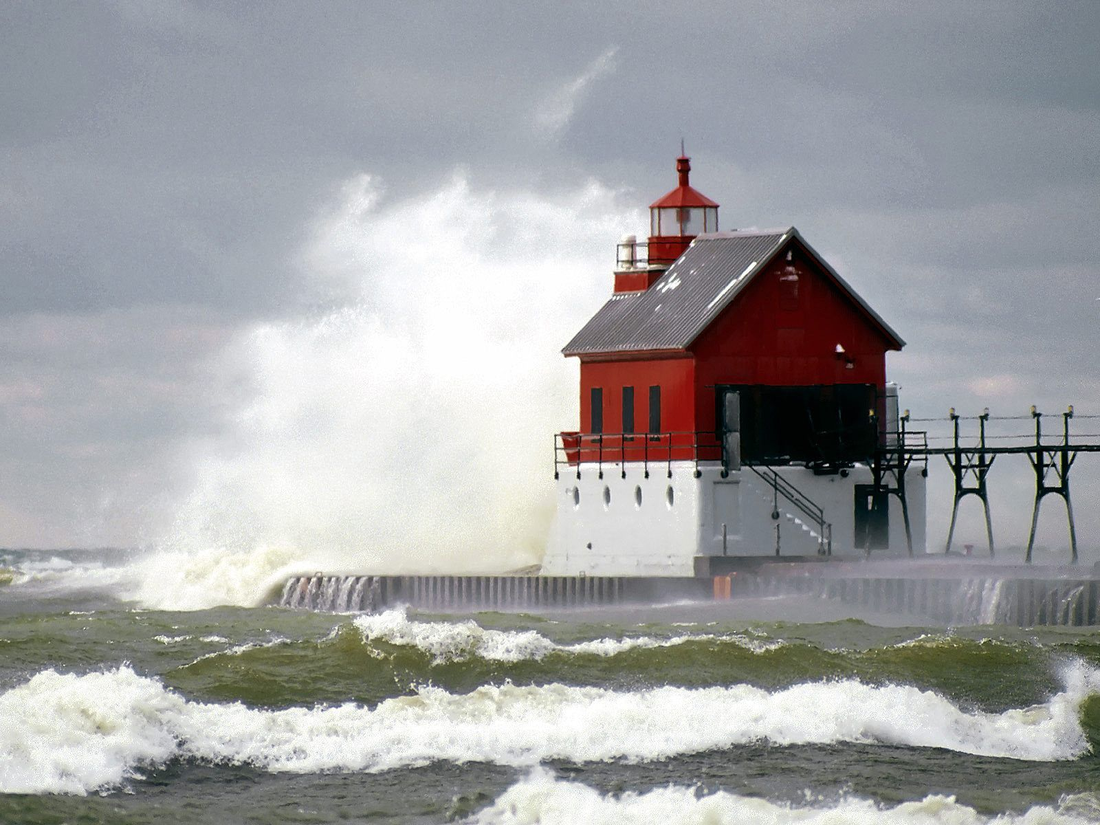 Michigan Photos Free | Free HQ High Tide Grand Haven Lighthouse Michigan Wallpaper - Free HQ ...