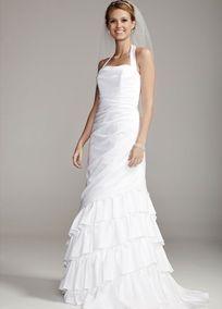Satin side drape gown with halter neckline and tiered skirt, Chapel train. Available in White only. $200. Está muy lindo, hay un comentario de una muchacha talla 8 pero no se le ve bien, pero otras sí...