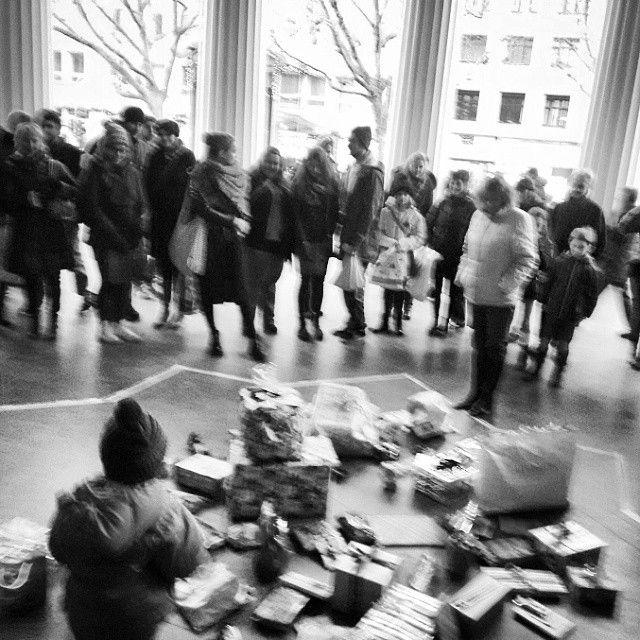 #flashwichteln #aachen #flashmob #wichtelmob mit der #designmetropoleaachen #t Instagram