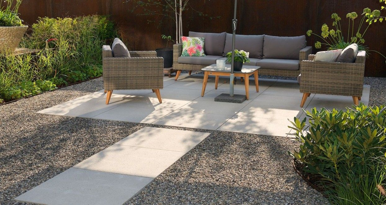 Grote Zwarte Terrastegels.Moderne Tuin Met Grote Strakke Terrastegels Bekijk Alle