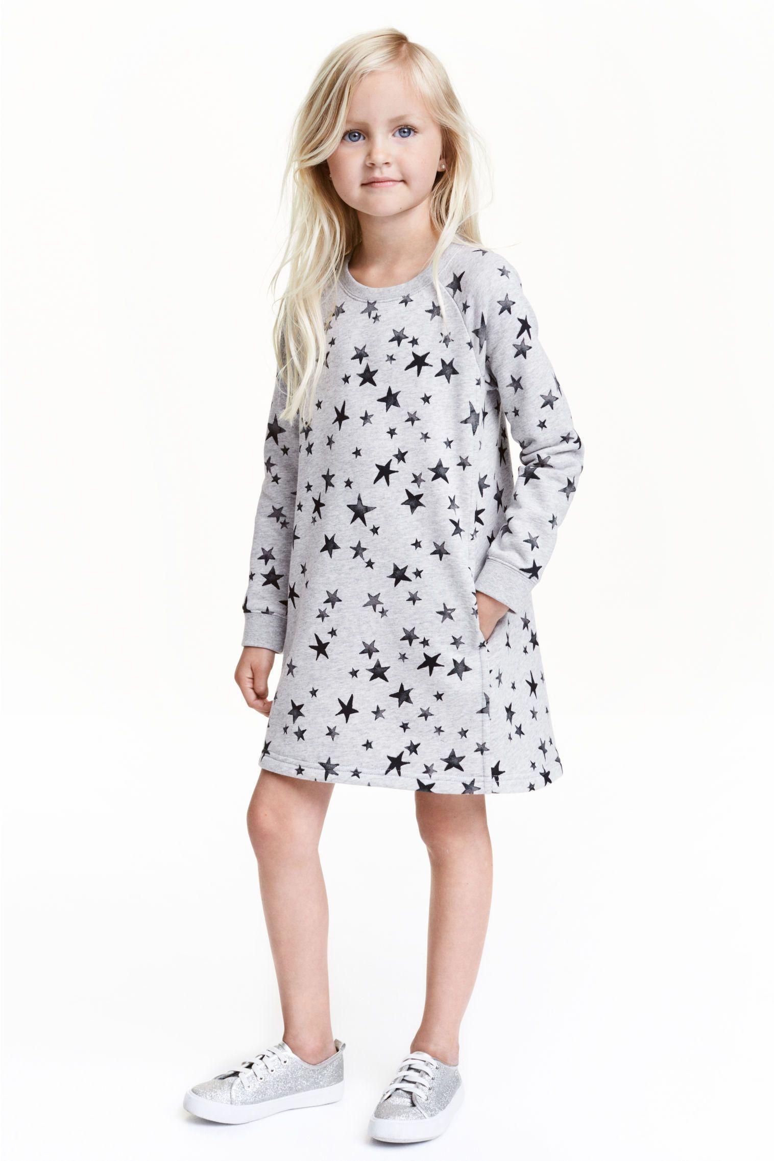 Sukienka dresowa: Prosta sukienka z dzianiny dresowej. Długie, reglanowe rękawy…