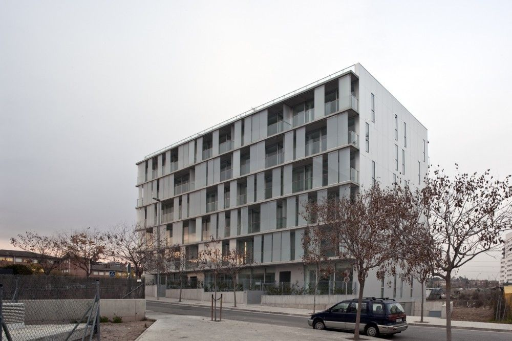 Edificio 30 Viviendas Plurifamiliares / Narch