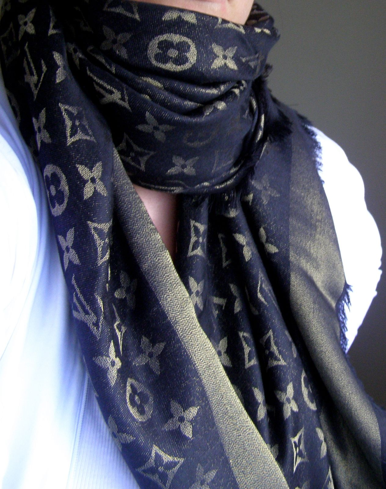 b1723a0a68f Louis Vuitton scarf dark blue with gold | My Style in 2019 | Louis ...