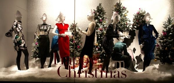 """Holt Renfrew, Toronto, """"The 12 Days of Christmas;"""" Tracey Peters, national visual manager; Photography: Deryck Lewis, Toronto"""