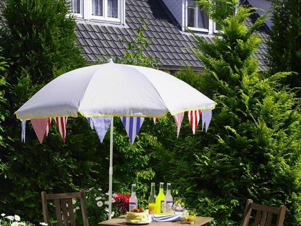 gartendekoration-selber-machen-sonnenschirm - draußen vor dem haus - gartendekoration selber machen