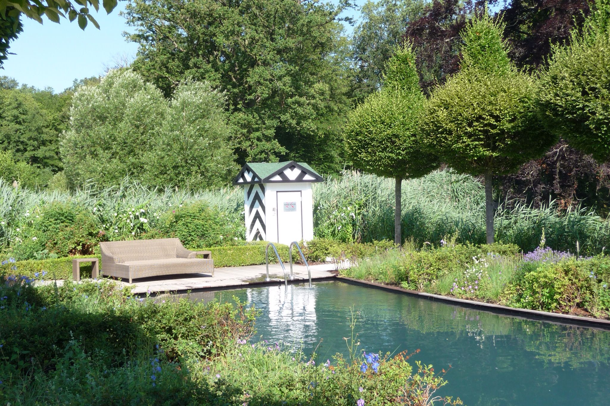 schaugarten harms m ller schwimmteich salzwasser pool mit pumpenhaus f r filteranlage. Black Bedroom Furniture Sets. Home Design Ideas