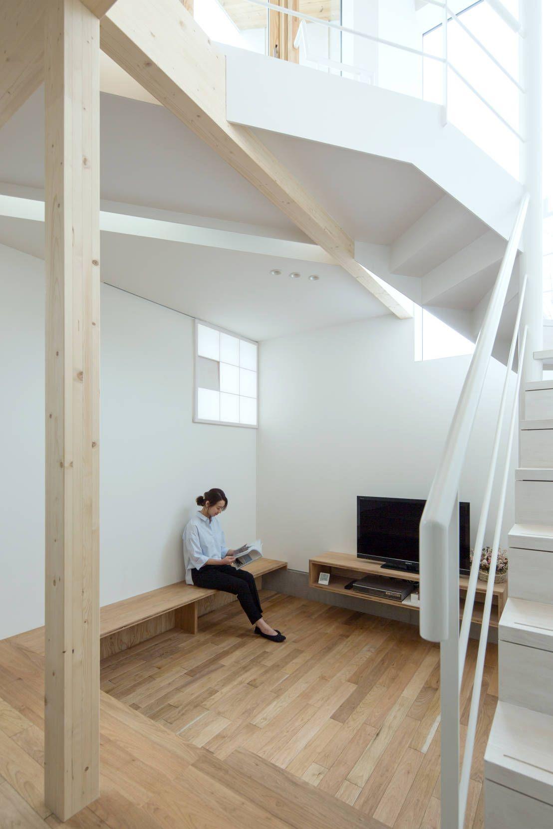 新たな住まいを考えるとき住空間の中で滞在時間の短い場所、例えば洗面室や階段室、浴室にお手洗いなど、案外さっぱりと簡単なプ…