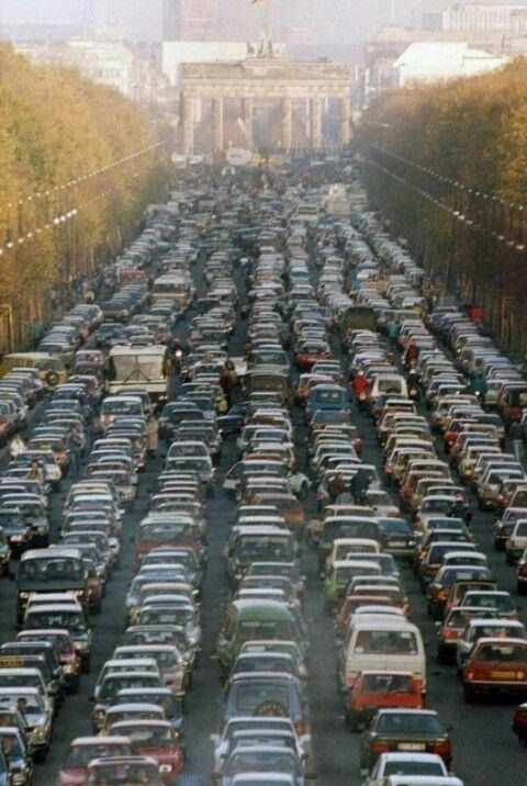 November 9, 1989, Thousands of East Germans moved into West Berlin. A view of the traffic jam near Brandenburg Gate.