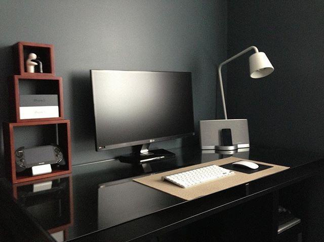 All Black Minimalist Desk Setup Desksetup Workstation Minimalist Office Desk Home Office Setup Masculine Home Offices
