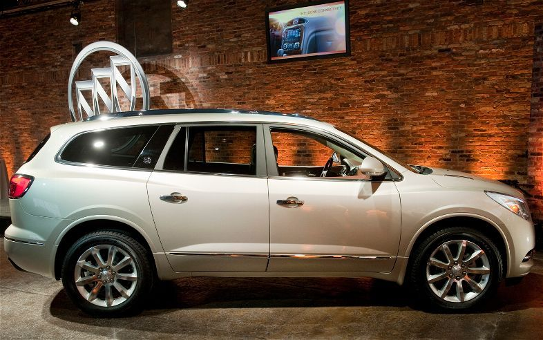 2013 Buick Enclave First Look 2012 New York Auto Show Motor Trend Buick Enclave 2015 Buick Buick Encore