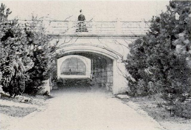 Week 6 This Is The Picture Of The Lost Arches Of The Central Park In Nyc But Robert Moses One Of The Figurative Urba Central Park Nyc Nyc Park Marble Arch