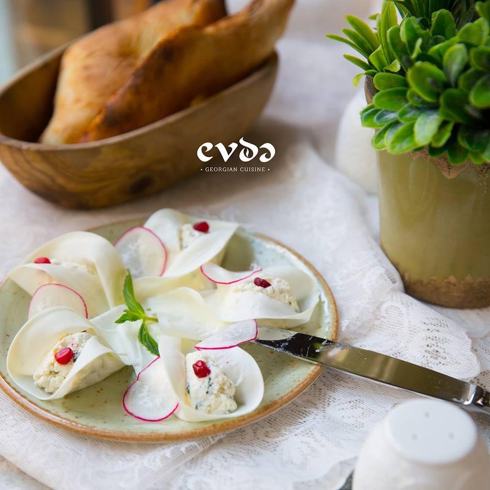 Nadugi in cheese pancakes #evdə #evde #beatgroup #evdegeo #baku #azerbaijan #georgian #georgiancuisine #nationalcuisine #traditionalcuisine #cuisine #food #restaurants #nadugi #pancakes #cheese