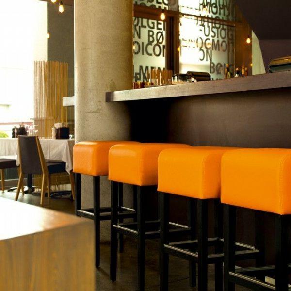 Un Tabouret De Bar Coloré Pour La Cuisine Moderne
