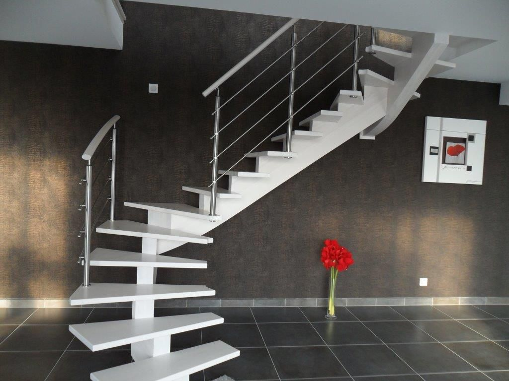 escalier blanc limon central et sa rambarde nos. Black Bedroom Furniture Sets. Home Design Ideas