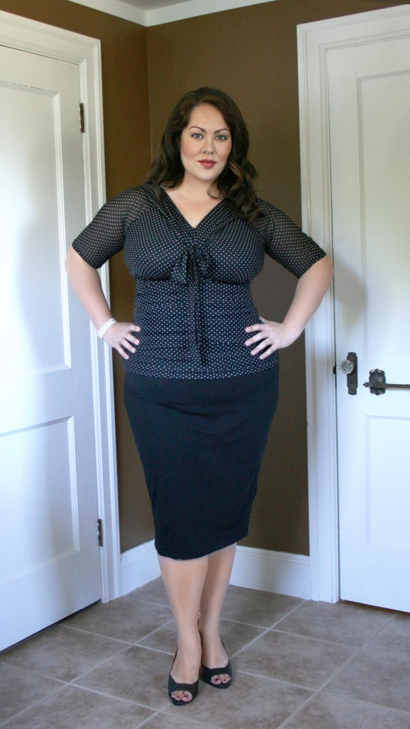 Real Curve Cutie Beverly is looking perfect in polka dots!  How cute is this outfit for the office? #plussize #kiyonna #KiyonnaPlusYou