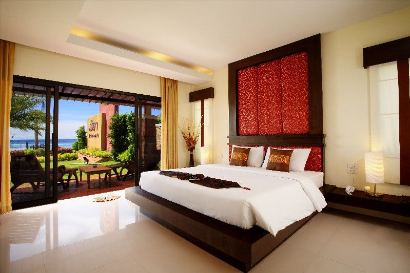 bed and wall decoration - Koh Lipe Sita Beach Hotel in Thailand - decoration villa de luxe