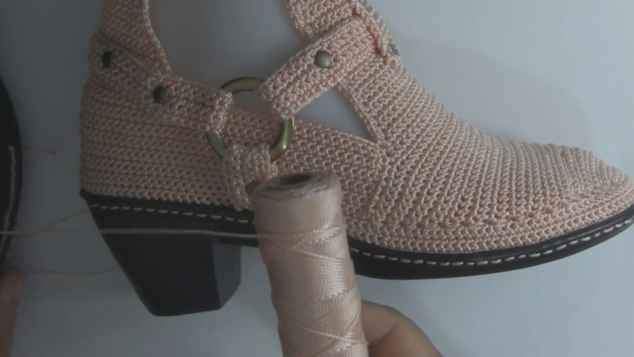 BOTÍN MODELO EIMY - TEJIDO EN CROCHET - YouTube | Zapatos tejidos en ...