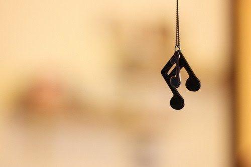 世人不时的践踏你的梦想,但我相信那旋律是真的,就像有些人相信童话是真的。 Sometimes the... - allaboutchinese