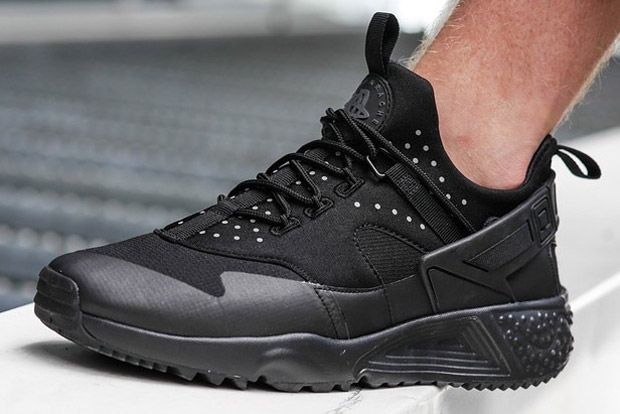 new all black huaraches