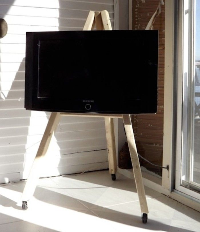 diy tv display easel on wheels wohnideen. Black Bedroom Furniture Sets. Home Design Ideas