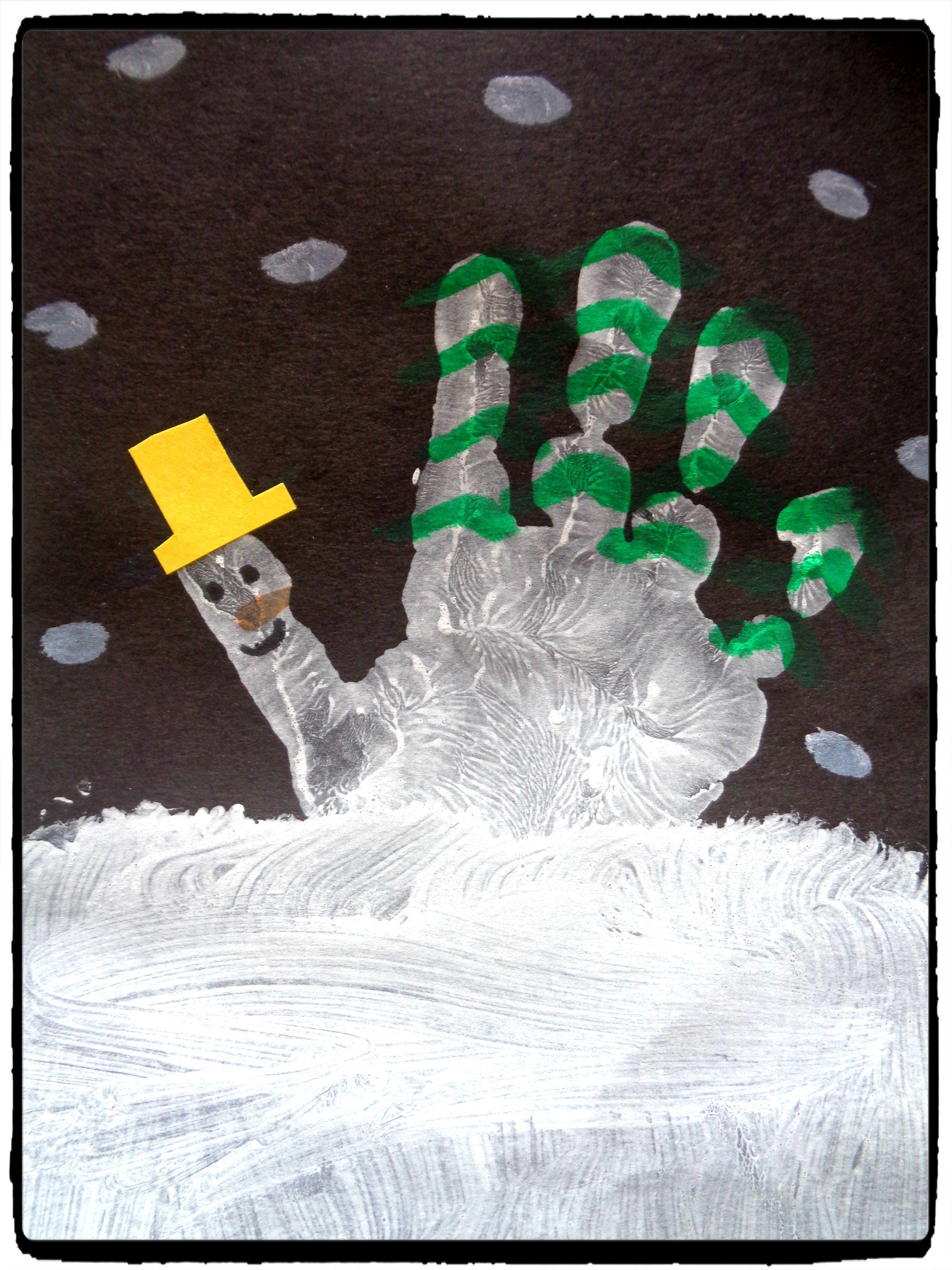 Bricolage d'hiver pour enfants : la montagne en empreinte de main -
