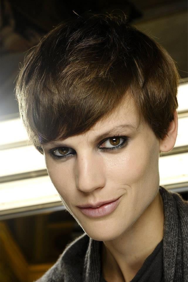 Comment porter la frange en 2013? Boite de maquillage
