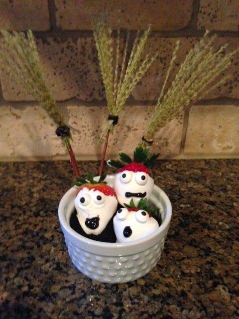 Recipe: Strawberry Ghosts #Halloween ~ Trendy Mom Reviews #Halloween #Recipe #Strawberries