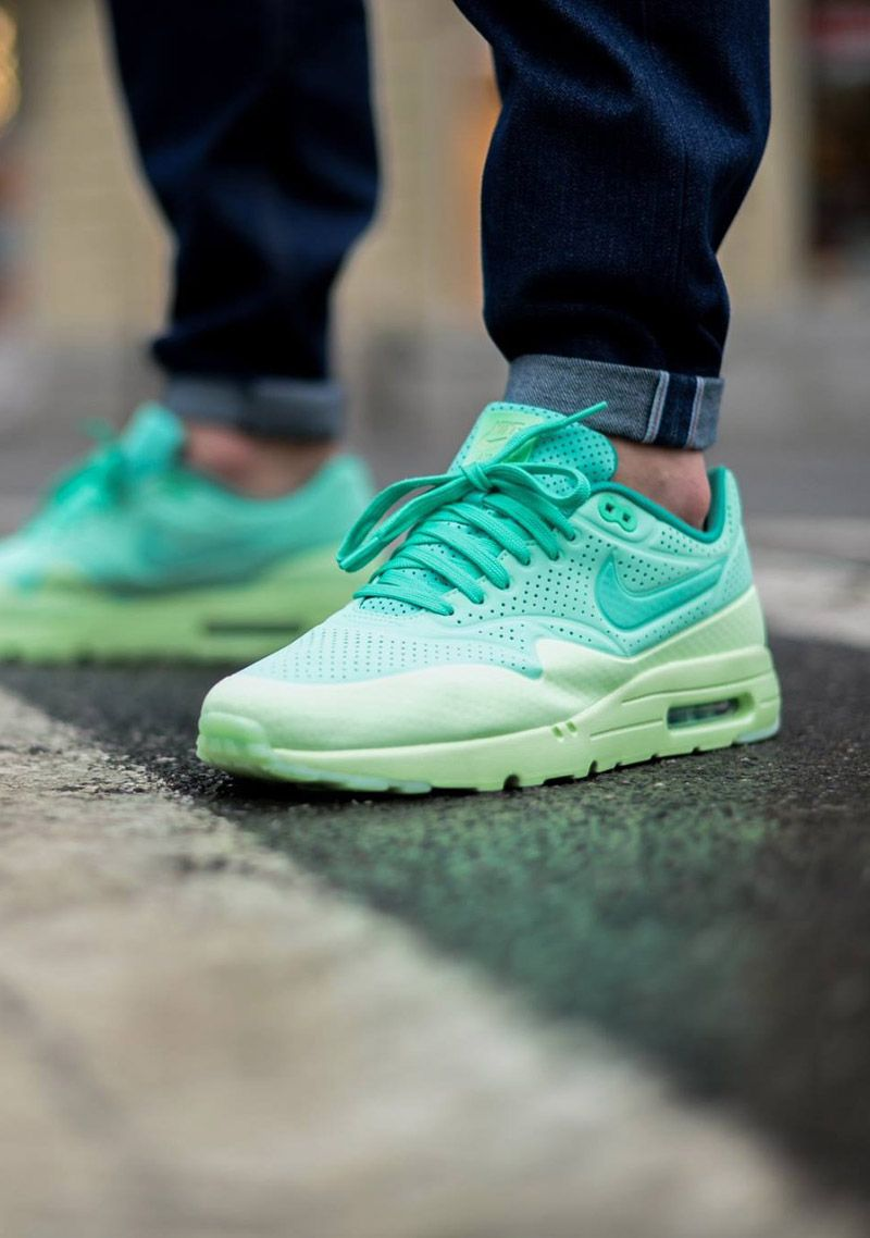 nike air max 1 ultra green camo background
