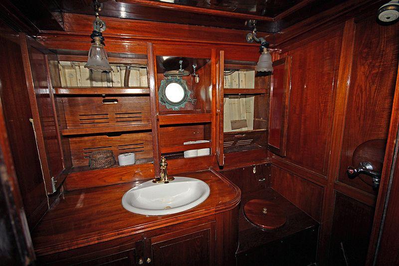 Classic Yachts Interiors Sailors And Sailboats Pinterest Classic Yachts Boating And