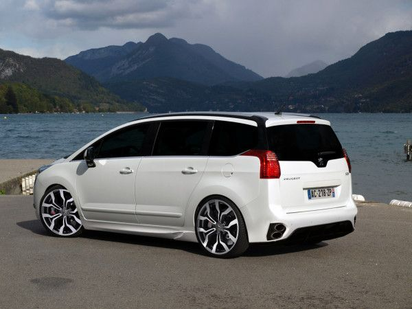 Pin by drobn pavel on peugeot 5008 pinterest peugeot for Interieur 5008