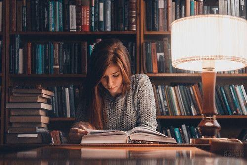Αποτέλεσμα εικόνας για pretty woman reading a book in a library