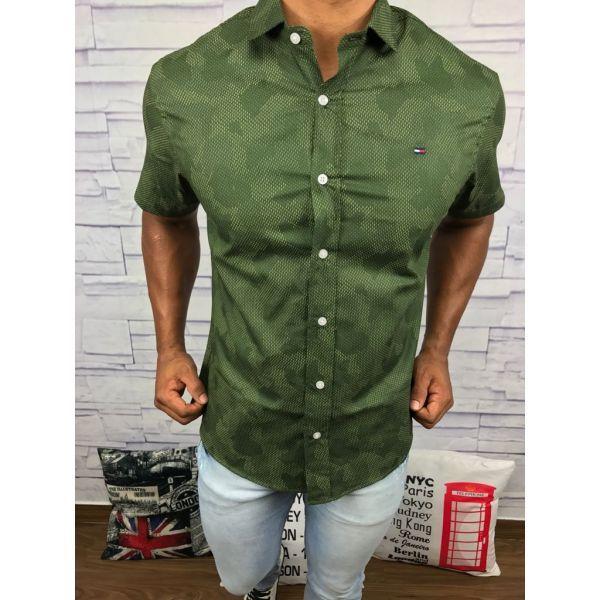 Encontre aqui na Grifeshopping Camisa Burberry Masculina marcas e com os melhores  preços. São grandes bc6b22d92cf
