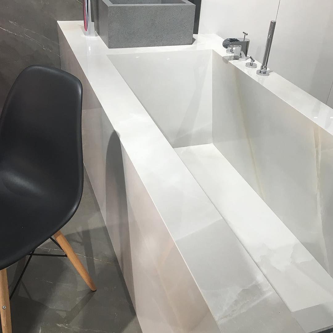 Una bañera forrada de porcelánico Mira y descubre estás ideas y más ...