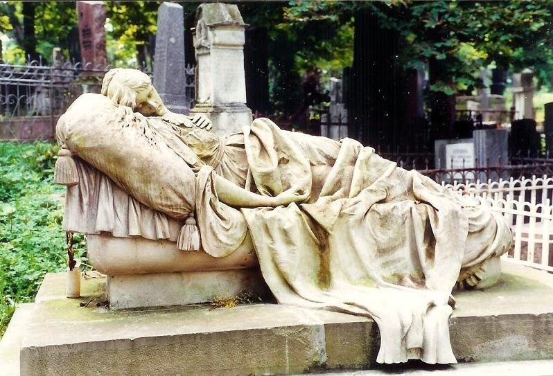 effigy of a girl
