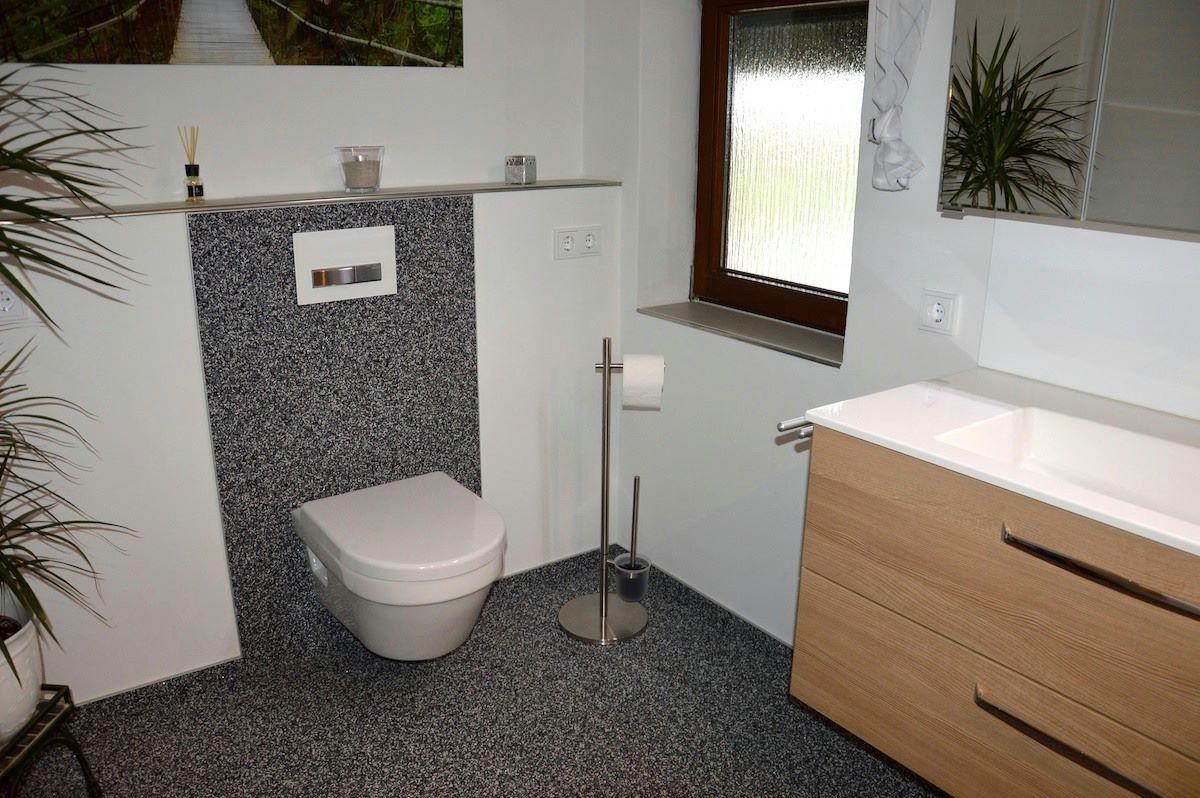 Sauber Und Fusswarm Leicht Zu Reinigen Steinteppichboden Auch Im Bad Steinteppich Bad Bodenbelag Innenein Badezimmerboden Badezimmer Boden Badezimmerideen
